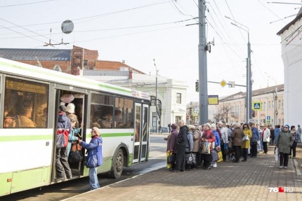 Количество рейсов автобусов до кладбищ в Ярославле увеличат