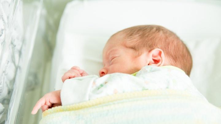 «Болеют и новорожденные»: в депздраве Ярославской области рассказали, сколько детей заразились ковидом с начала года