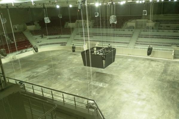 Над центральной ареной смонтировали экран