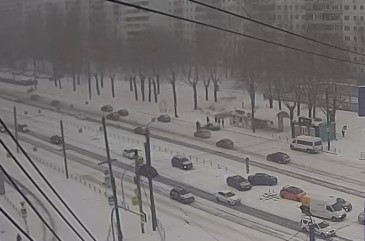 В Челябинске иномарка снесла водителя отечественной легковушки, припаркованной вдоль дороги