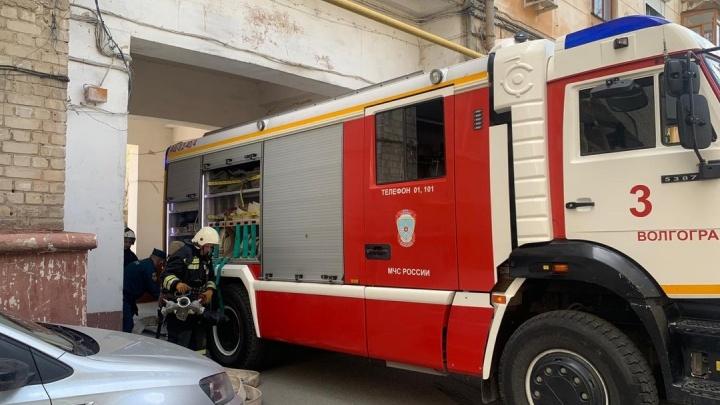В центре Волгограда загорелась квартира в доме на Аллее Героев