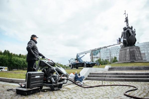 При помывке монумента использовали деликатные технологии