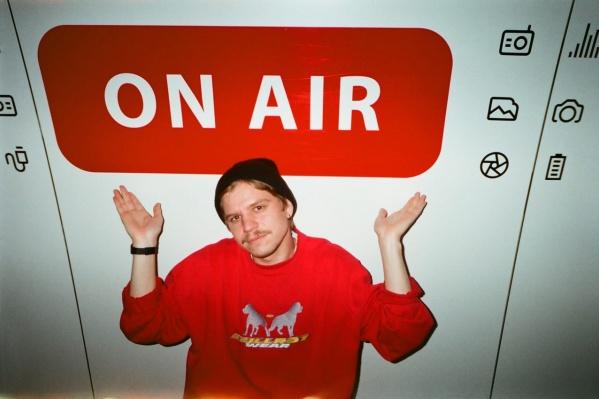 Кроме музыки на радио были и разговорные шоу
