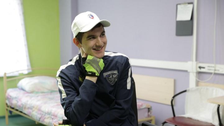 В Екатеринбурге пошел на поправку хоккеист из Челябинска с тяжелейшей травмой