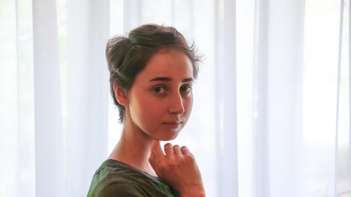 «Мечтаю поступить в медицинский, и я сделаю это!»: история храброй Аделии — в 17 лет у нее обнаружили рак