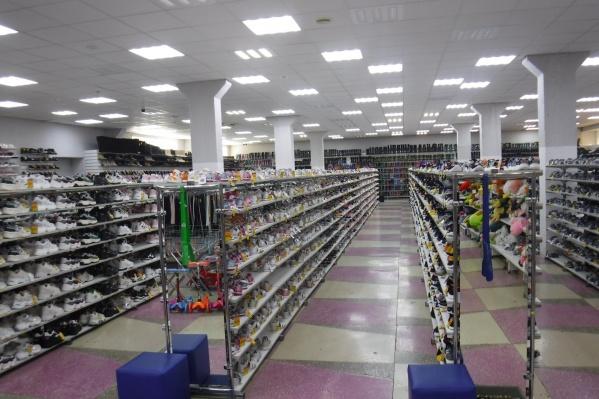 С прошлых лет продавать обувь, парфюмерию и товары легкой промышленности без соответствующих кодов DataMatrix запрещено, говорят таможенники