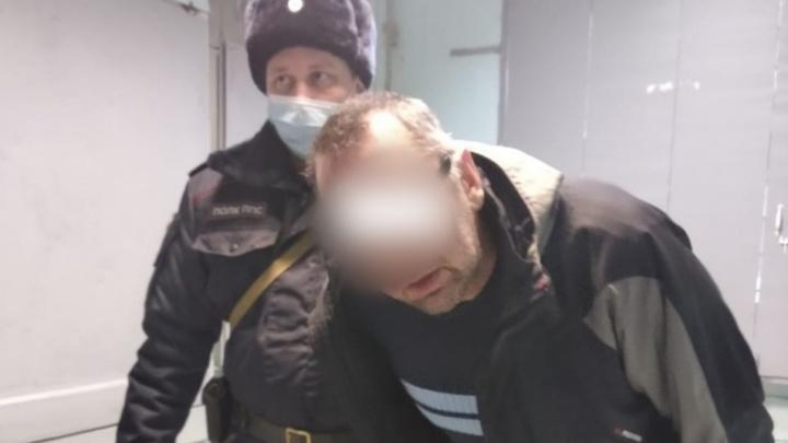 Пьяного дебошира, который избил врача скорой в Екатеринбурге, отправили в колонию на два года