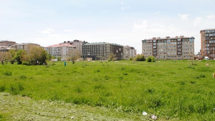 Власти Краснодара собираются начать строительство школы в поселке Российском, которую обещают 12 лет