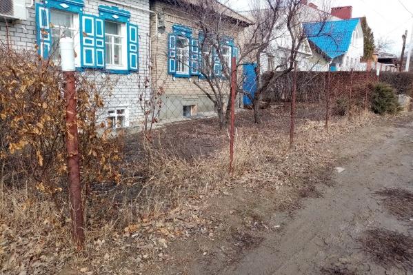 """За такой забор горожан штрафуют <nobr class=""""_"""">на 5 тысяч</nobr> рублей"""