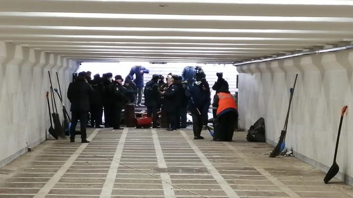 При взрыве газового баллона в подземном переходе на площади Революции пострадал один человек