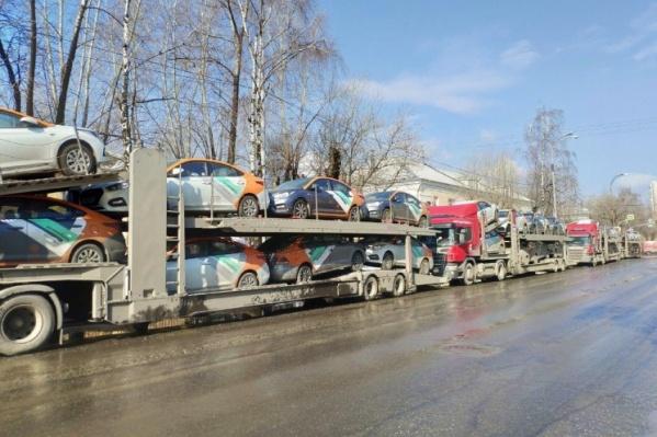 Во время пандемии из Москвы в Екатеринбург перевезли 200 автомобилей «Делимобиля»
