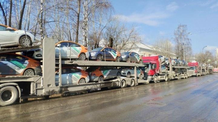 Поезжайте на трамвае: из-за сбоя клиенты «Делимобиля» в Екатеринбурге не могут арендовать машины
