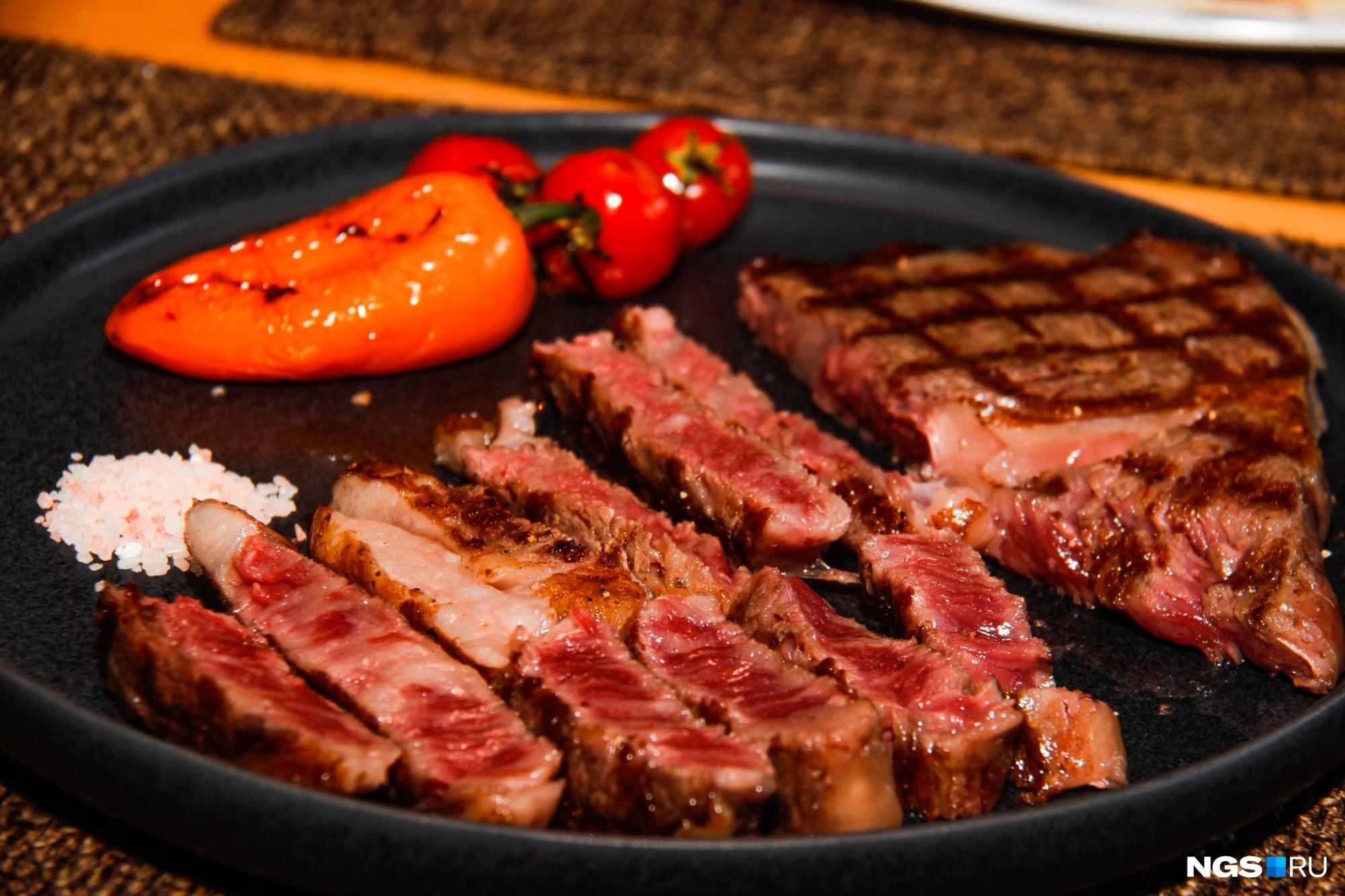 В Роспотребнадзоре говорят, что состояние здоровья у всех разное, а потому и потребление мяса должно быть индивидуальным. Но то, что этот продукт организму необходим, — факт неоспоримый.