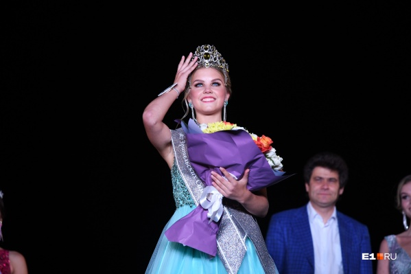 Сегодня «Мисс Екатеринбург — 2020» Злата Помурзина передаст корону новой королеве красоты