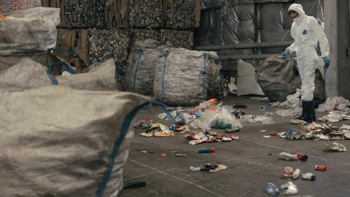 «Пока работаем в большой минус»: как устроена переработка мусора в Новосибирске — репортаж со станции