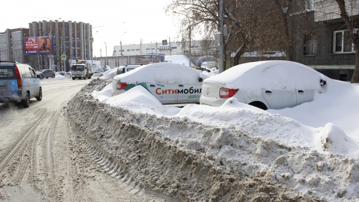 Побросали: смотрим, где стоят уродующие город машины-подснежники (из-за них мы мучаемся в пробках)