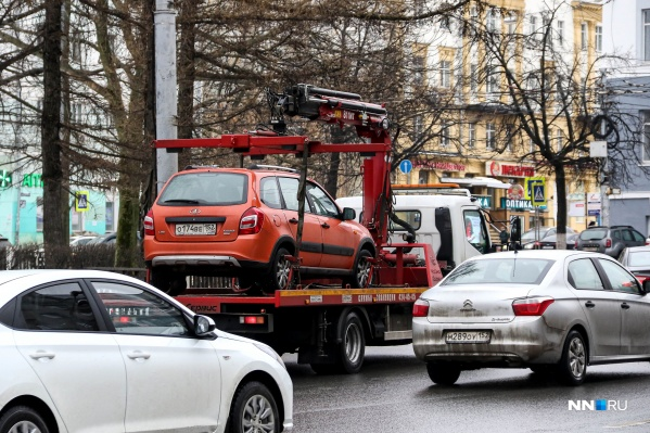 Эвакуаторы ежедневно увозят с улиц Нижнего Новгорода десятки автомобилей