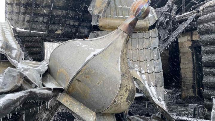 Уцелели лишь купола: под Челябинском пожар уничтожил православный храм