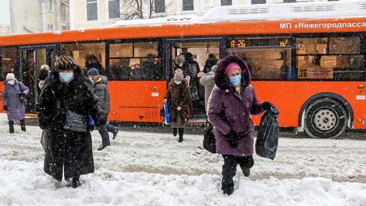 Непроходимые горы снега: фоторепортаж NN.RU о том, как Нижний Новгород пережил этот день