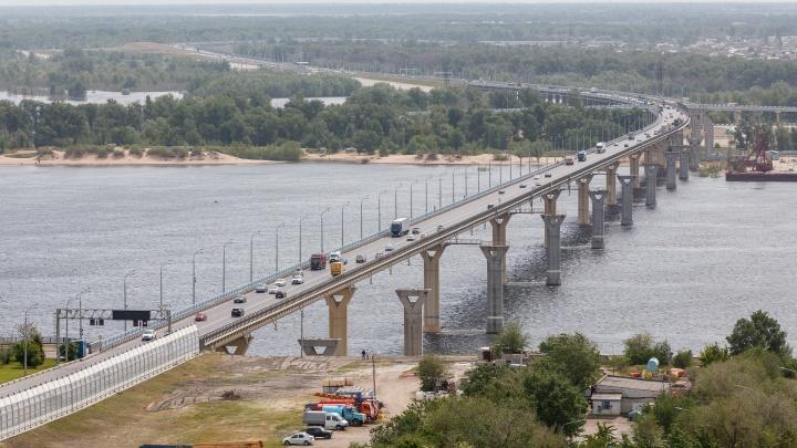 В Волгограде закроют движение по танцующему мосту через Волгу