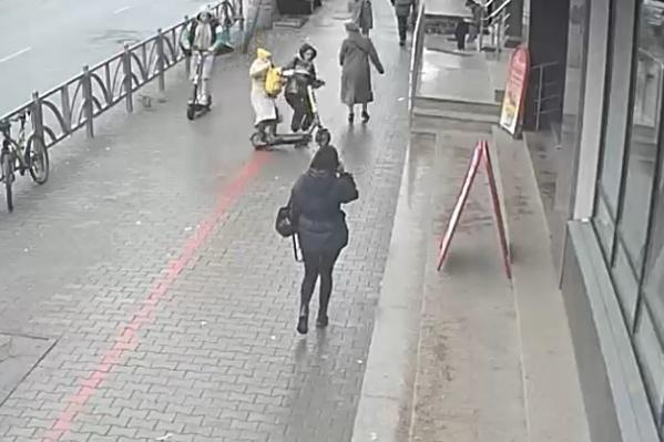 После наезда самоката девушка попала в больницу