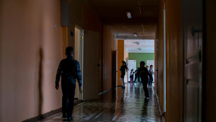 Хулиган 4 года терроризирует целый класс в красноярской школе. Родители уже дошли до прокуратуры