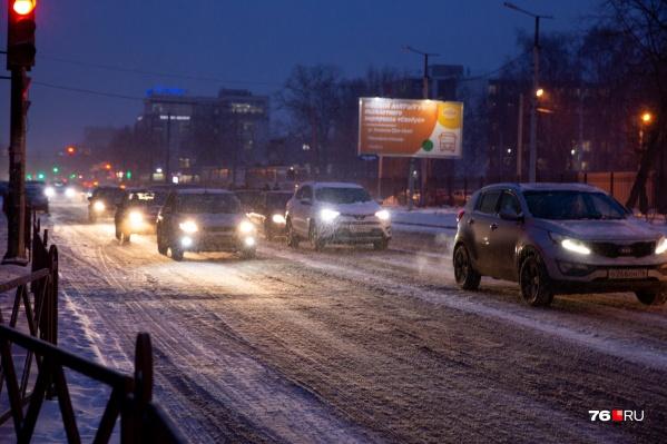Чтобы очистить проспект Ленина от снега, на нем запретят парковаться