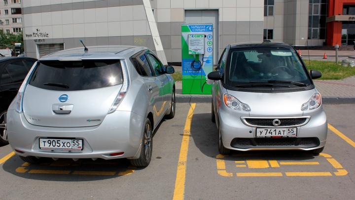 Омское Минэкономики предложило освободить владельцев электрокаров от транспортного налога