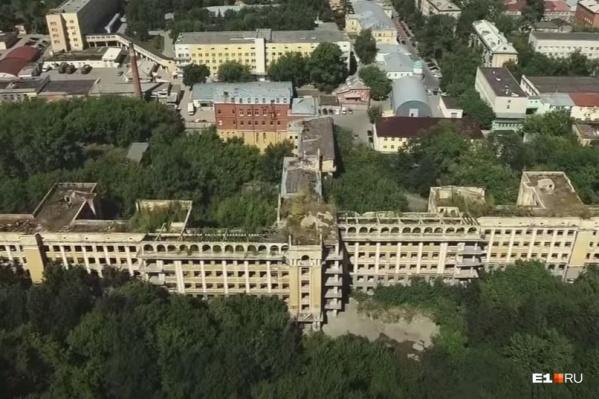 В сентябре со здания заброшенной больницы в Зеленой Роще снимут статус памятника