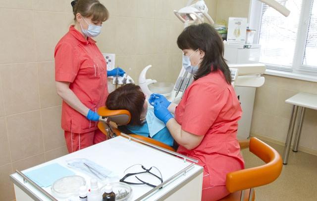 Пломбы из современных материалов в муниципальных стоматологиях Югры станут бесплатными
