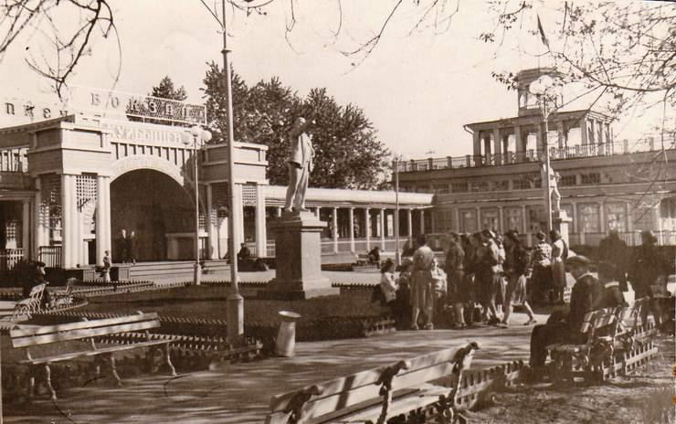 Под взором Ленина и Сталина: рассказываем, где раньше в Самаре находился речной вокзал