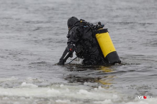 Тело изо льда пришлось доставать спасателям