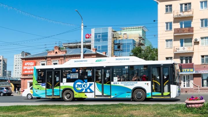 На родительский день до омских кладбищ выделили 155 автобусов