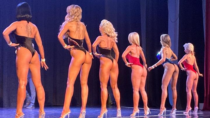 Такое тело — трудное дело: как выглядят девушки-бодибилдеры в полном гриме