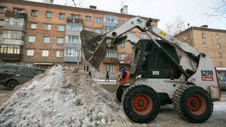 «На такую уборку никаких денег не хватит»: УК жалуются на резкий рост цен на уборку снега