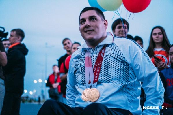 Александр завоевал медали в личных и командных соревнованиях