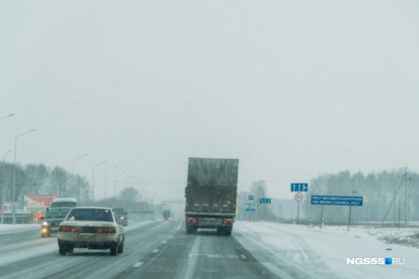 Крепкие морозы стали причиной того, что трасса была перекрыта