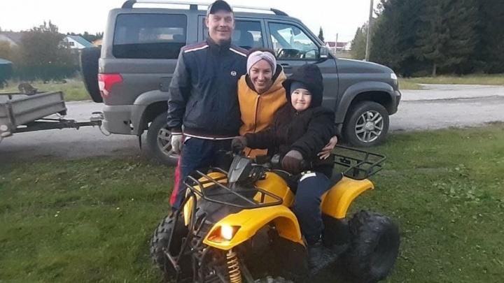 Появился стимул выходить на улицу: пермяки исполнили мечту больного раком мальчика и подарили квадроцикл