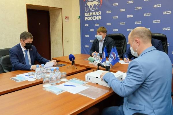 Дмитрий Махонин подает документы на участие в выборах в качестве кандидата на включение в партийный список
