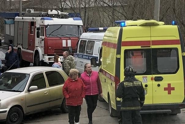 Школьница в Лесосибирске во время игр спряталась в трансформаторной будке, и ее ударило током