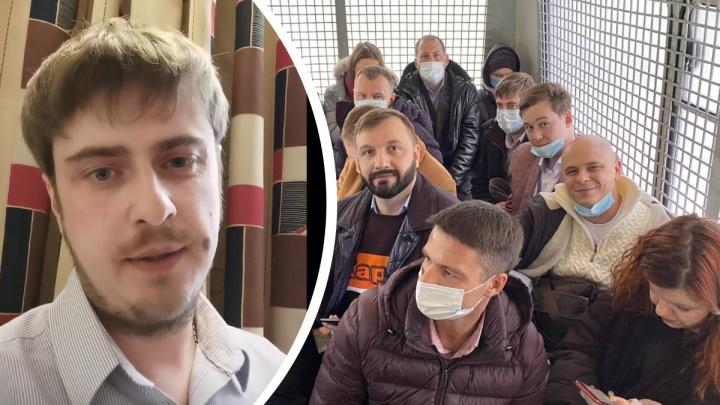 «Зал оцепили, двери заблокировали»: рыбинский депутат рассказал, как его задерживали на форуме в Москве