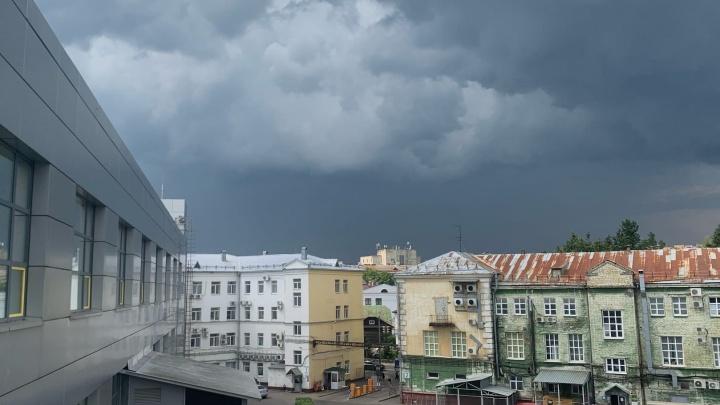 На Ярославль надвигаются грозовые дожди и град. Но они не принесут прохлады