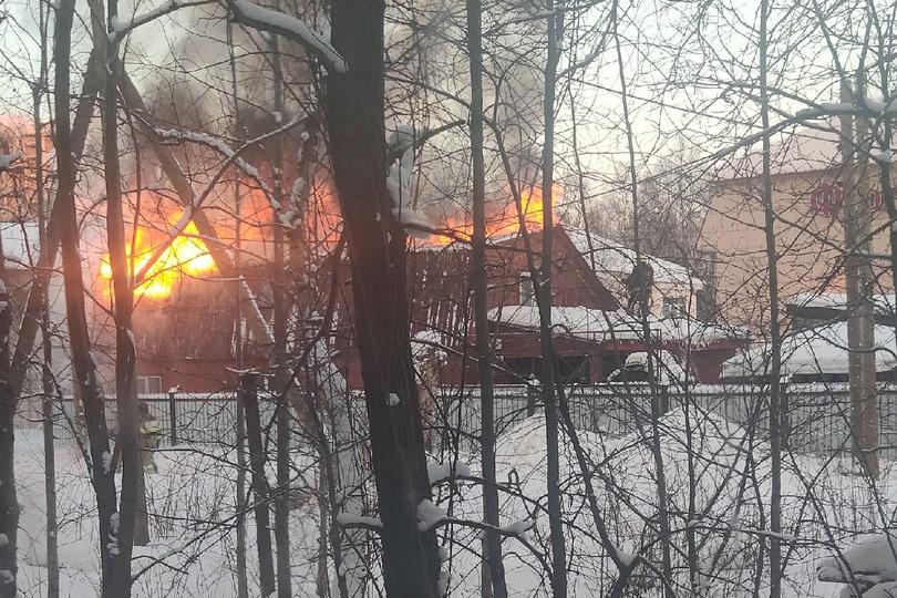 Вот так пожар выглядел из окон соседних домов