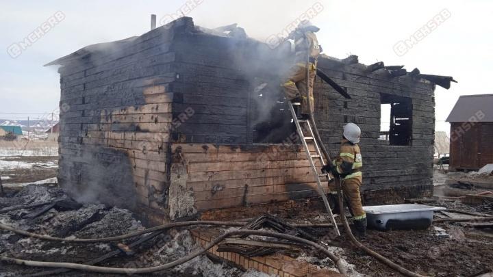 В Башкирии в пожаре погибли шестилетний мальчик и его мать