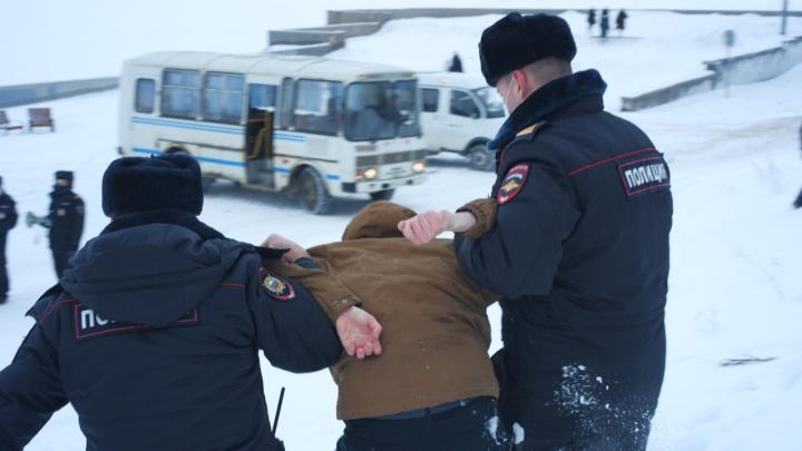 «Задержанных было человек 20»: кого забрала полиция с протестной акции в Архангельске