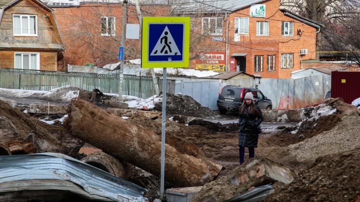Водопады из грязи, песок и траншеи: что происходит на Комсомольской в Уфе и когда это кончится