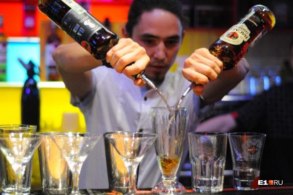 Продажи крепкого алкоголя в Свердловской области за год выросли так, что регион поднялся с пятой на четвертую строчку в России