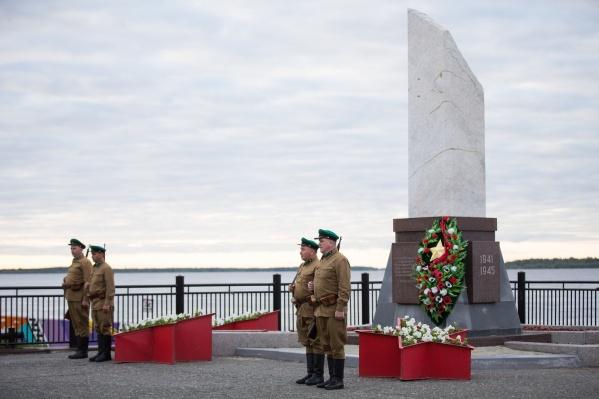 """Мероприятия в День памяти и скорби начались в Сургуте <nobr class=""""_"""">в 4 часа</nobr> утра"""