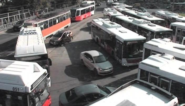 Из-за ДТП парализовало движение транспорта возле Центрального рынка Перми