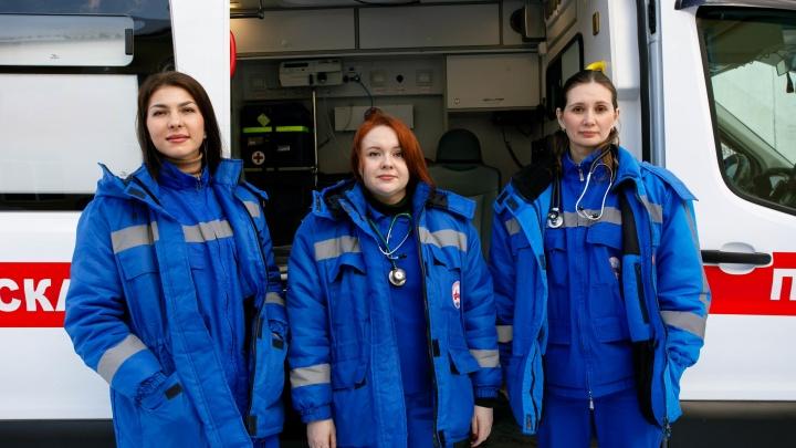Три красавицы, которые спасут вашу жизнь: истории женщин-медиков станции скорой помощи
